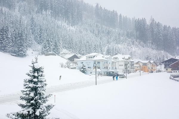 snowy-road-ischgl